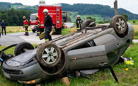 43-jähriger Pkw-Lenker stürzt über Böschung – tot