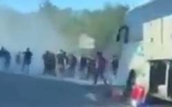 Fans liefern sich wilde Autobahn-Schlägerei: 16 Verletzte