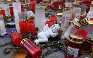 Kerzen entfernt: Gedenkstein für Opfer des Wien-Terrors