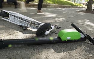 E-Scooter: Fahrer kollidierte mit Auto - schwer verletzt