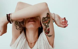 Alarmierend viele schädliche Tattoo-Farben