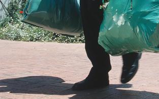 Mann trug während Quarantäne Müll raus: Bedingte Haft