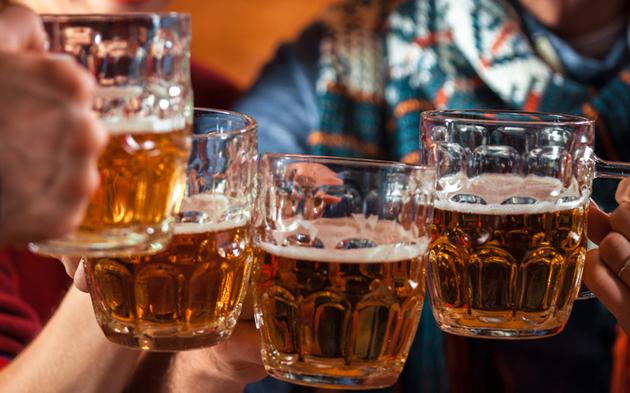 Bier Aprés Ski Bar Party Alkohol Trinken