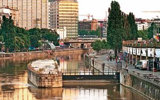 Lehrer stieß Touristen in Donaukanal