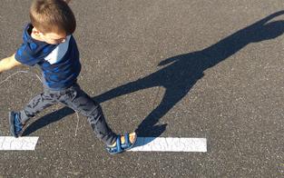 Wunder: Kleinkind (2) überlebt Ausflug auf Hauptstraße