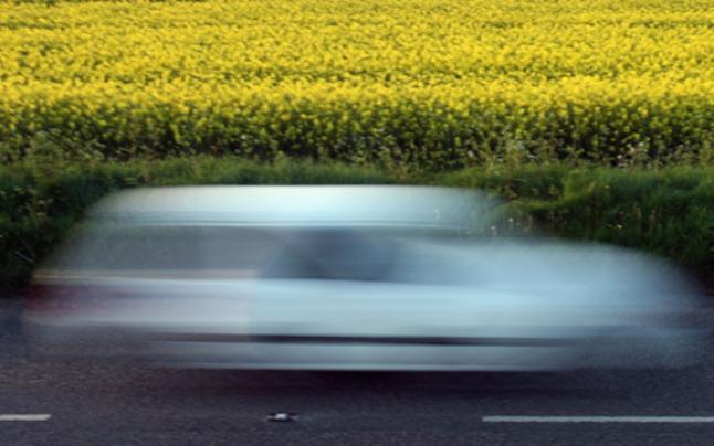 Raser bretterte mit 192 km/h über Bundesstraße