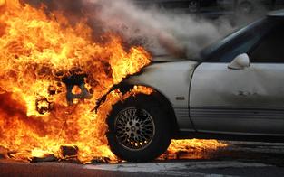 Auto von Wiener Pärchen ging während Fahrt in Flammen auf