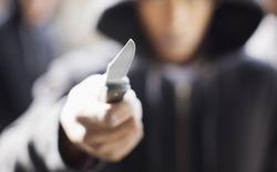 Mann sticht wahllos 27-jährigen Passanten in Wien nieder