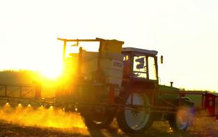 44-Jähriger bei Unfall aus Traktor geschleudert - tot
