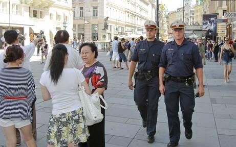 Jetzt kommen 100 Grätzl-Polizisten