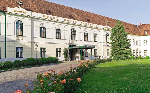 Grand-Hotel-Sauerhof_front.jpg