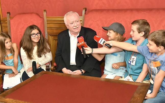 """""""Kinderjournalisten"""" interviewen Häupl"""
