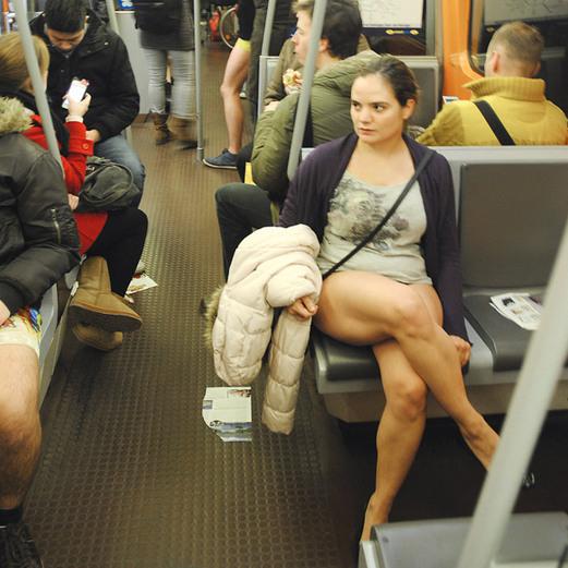 Hosen runter! am Sonntagnachmittag: Nackt-Alarm in U-Bahn