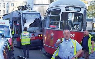 Bim-Crash mit zwölf Verletzten