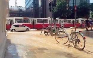 Wasserrohrbruch: Flutwelle rollt über Zweierlinie