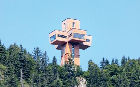 30 Meter hoch: Mega-Kreuz geht auf Tour