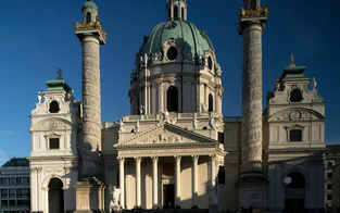 Betonklötze verschandeln den Karlsplatz