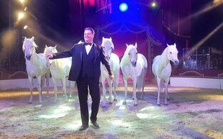 "Manege frei für Circus ""Louis Knie"""