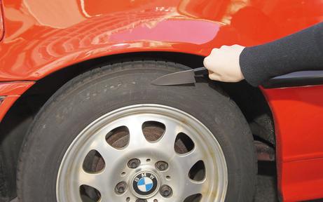 Autoschlitzer tarnen sich als Helfer in der Not