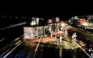 Lkw-Crash legte Autobahn lahm