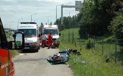 Zwei Burschen krachen mit Mopeds zusammen