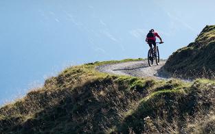 Tirol: Frau bei Unfall mit E-Bike schwer verletzt