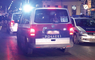 Mann attackiert Polizisten mit Schaufel: Taser-Einsatz