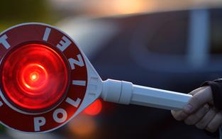 """Polizist rettete sich vor """"Moped-Rowdy"""""""