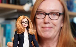 Barbie wird Impfstoff-Entwicklerin