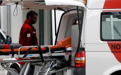 Verkehrsunfall: Mann in Auto eingeklemmt