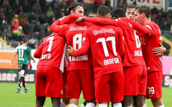 Salzburgs 'Bullen' mühen sich zu Sieg in Ried