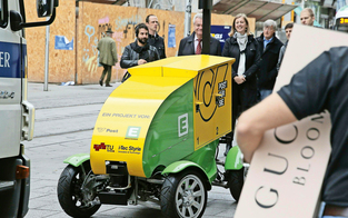 """Der """"Roboter-Postler"""" rollt durch Graz"""