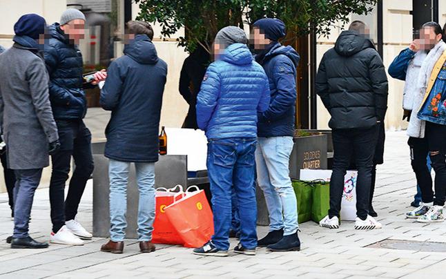 """Wiener zelebrieren """"Rudeltrinken"""" in der City"""