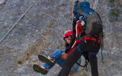 Bergretter üben auf Flatzer Wand