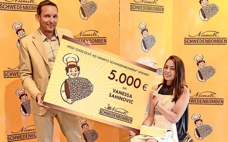 Süße Spende für Schwimmerin Vanessa