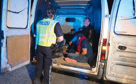 Schlepperbande sitzt in Korneuburg in Haft