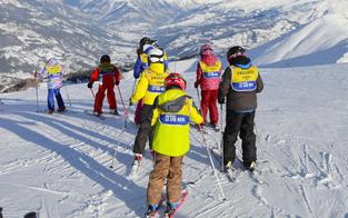 Finanzhilfe für Skikurs & Co. für 10.000 Kids