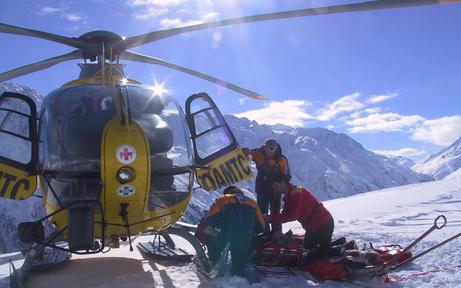 Skiunfälle: Drei Verletzte und zwei flüchtige Fahrer