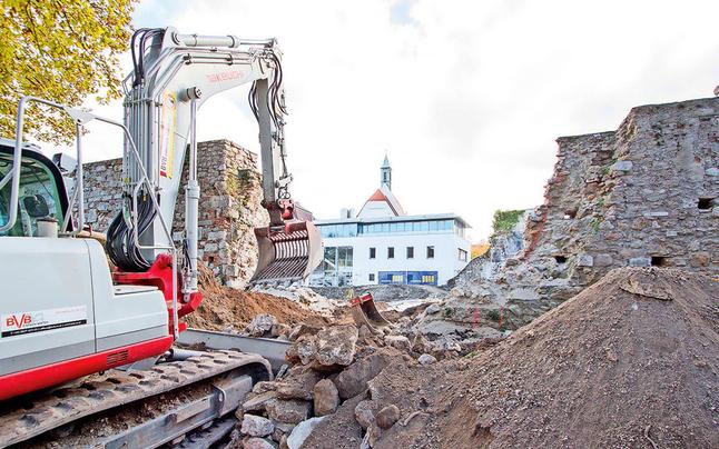 """""""Mauerfall"""" in Neustadt sorgt im netz für Aufruhr"""