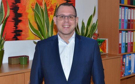 Bürgermeister als ''Impfvordrängler'': Wirbel um WhatsApp-Nachricht