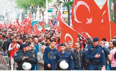 """Türken von Wien sagen """"Nein"""" zum Militärputsch"""