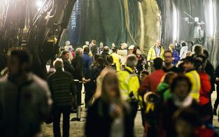 "4.000 Tiroler gingen ""Tunnel schauen"""