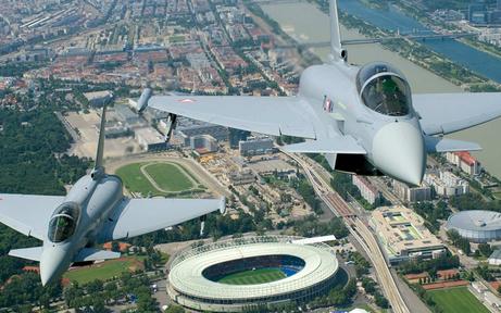 Warum heute zwei Eurofighter am Flughafen Wien landeten