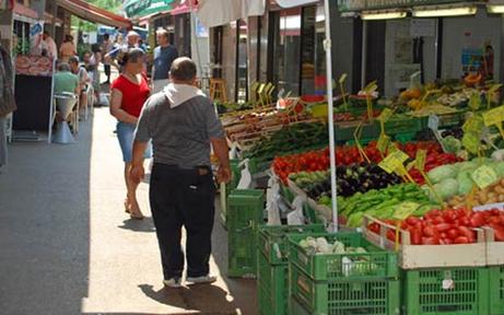 Zu lange gewartet: Wiener Marktstandler von Kunden verprügelt