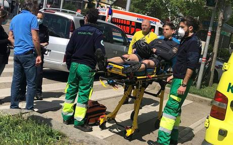 Gesuchter Betrüger schleift Polizisten 20 Meter mit Auto mit