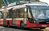Fußgänger von O-Bus überrollt - schwer verletzt