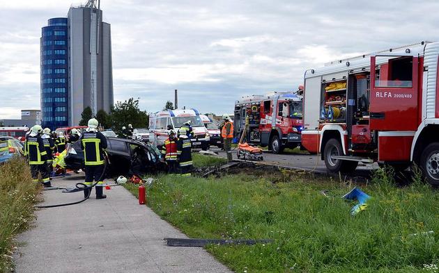 Unfall Eisenstadt-Umgebung L212 Vater tot. Kind schwer verletzt