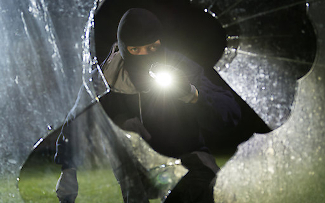 Einbrecher schlug drei Mal in einer Nacht zu