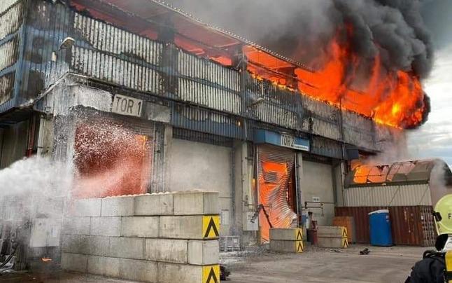 Inferno in Mannersdorf: Zementwerk in Flammen