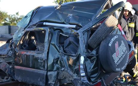 Pkw von Zug gerammt: Lenker sofort tot
